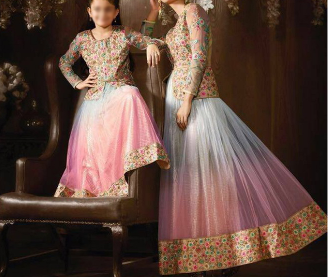 Best-out-of-waste-mom-and-daughter-lehenga-with-stylish-blouse-design